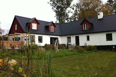 Egen gård på Österlen - Borrby - Dom