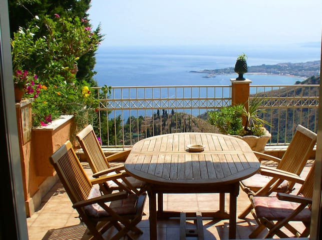 Apartment with sea and Etna view 3