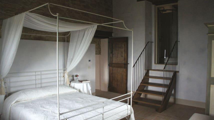 Romantico/country nelle Marche - Serra San Quirico - Apartamento