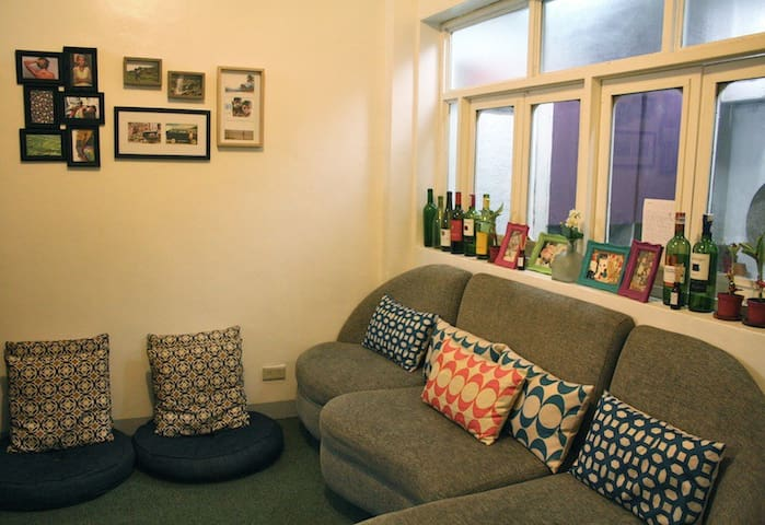 Comfy sofa bed in a cute apartment! - Makati - Huoneisto