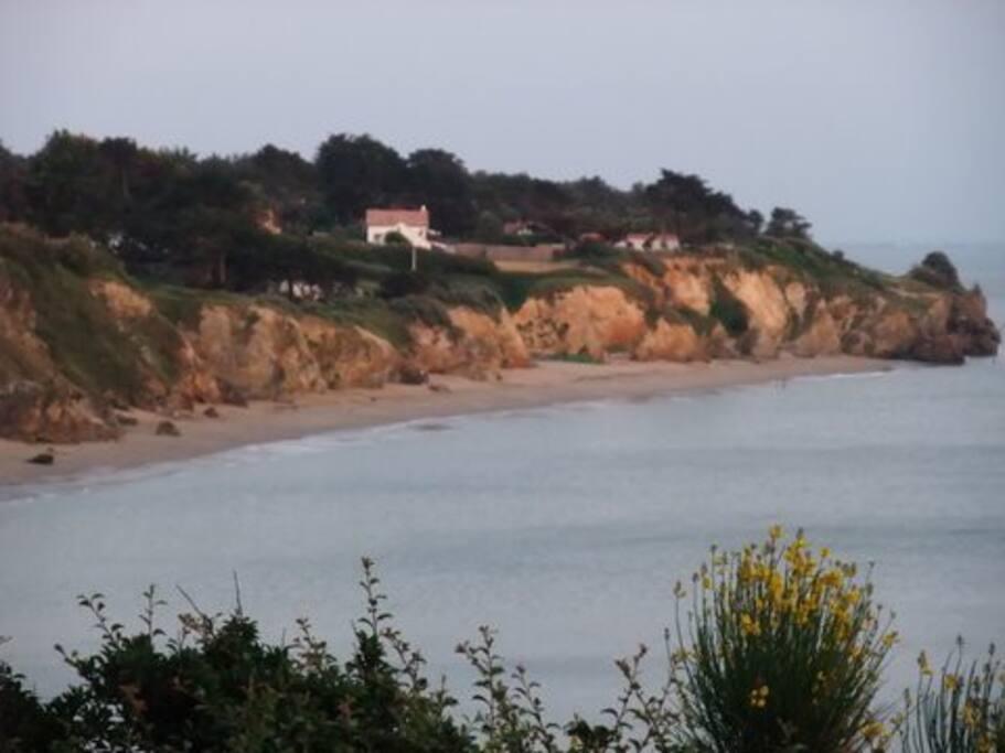 La plage qui se trouve à 300 m
