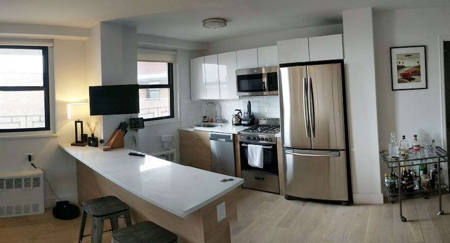Spacious - Newly Renovated 2/2 on Top Floor