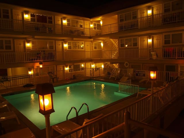 Clean, Cozy, Convenient! Pool, Near Convention Ctr