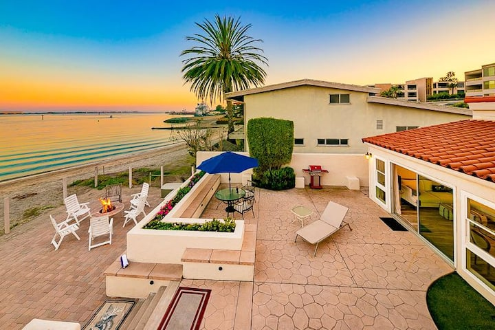 15% OFF THRU APR - Remodeled 1-BR on the Sand w/ Views of Harbor & City!