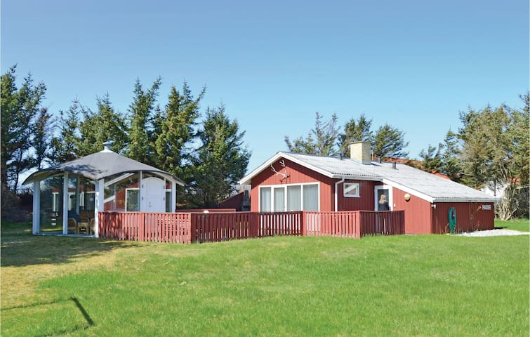 Holiday cottage with 3 bedrooms on 65 m² in Løkken