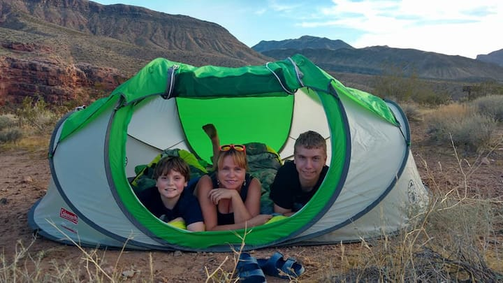 Zion tent CAMPING EQUIPMENT- 45 minutes to Zion!