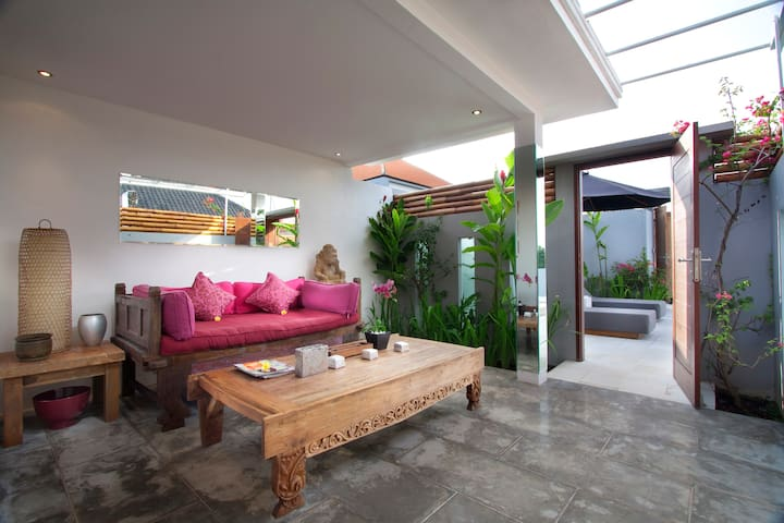 canggu red apartment with pool