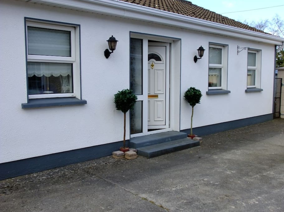 Attractive spacious 2 bed, Cottage.