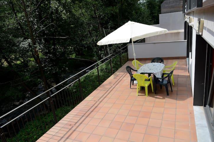 Terraza 35 m2. Grandes vistas - Ribes de Freser - Appartement