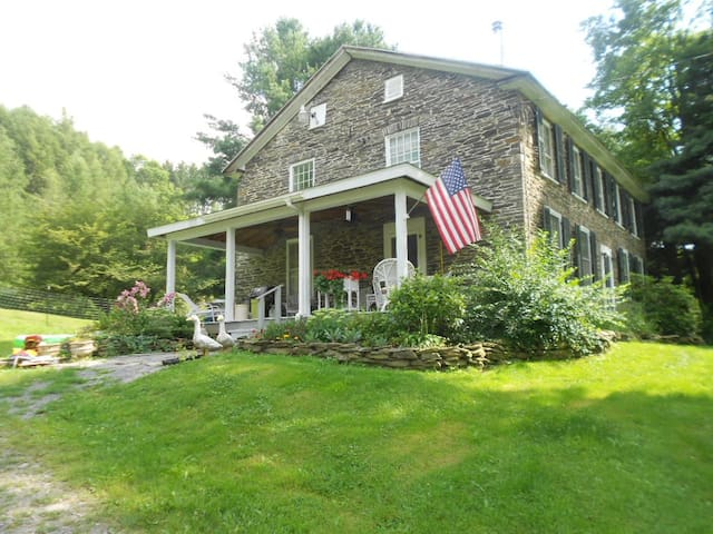 200 yr old Stone Farmhouse w/barn  - Burlington Flats - House