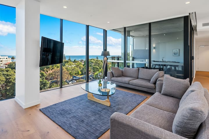 Luxury Three Bedroom, Two Bathroom Water View Apartment including parking in Hampton