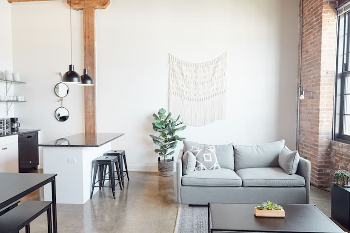Sonrisa - Two Bed Retreat in Pilsen by Short Stay