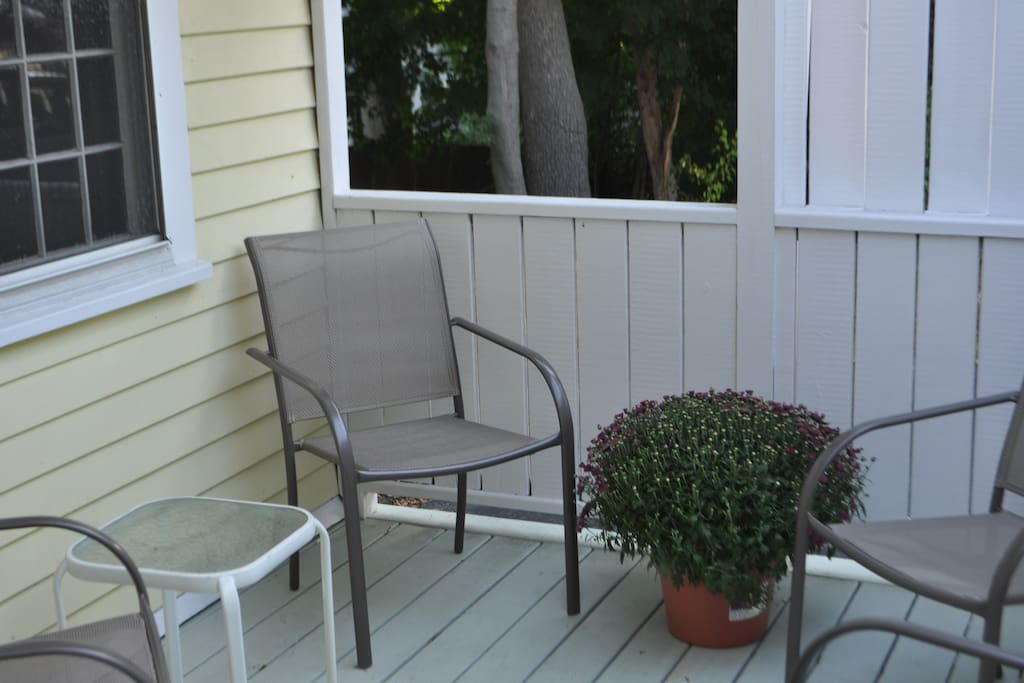 On a Summer's Day it's pleasant to just sit with a beer or glass of wine.Small deck for drinks and conversation.