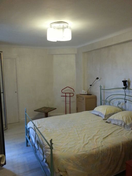 chambre 1 lit queen size accès direct terrasse 1