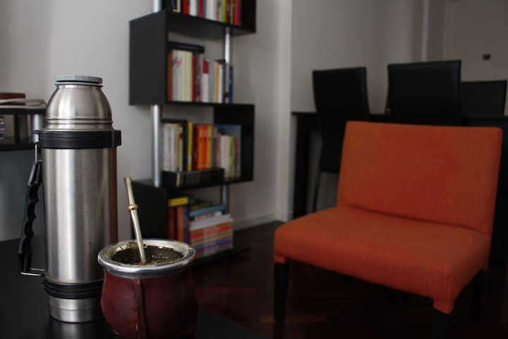 Nice & quiet room in shared apartment in San Telmo