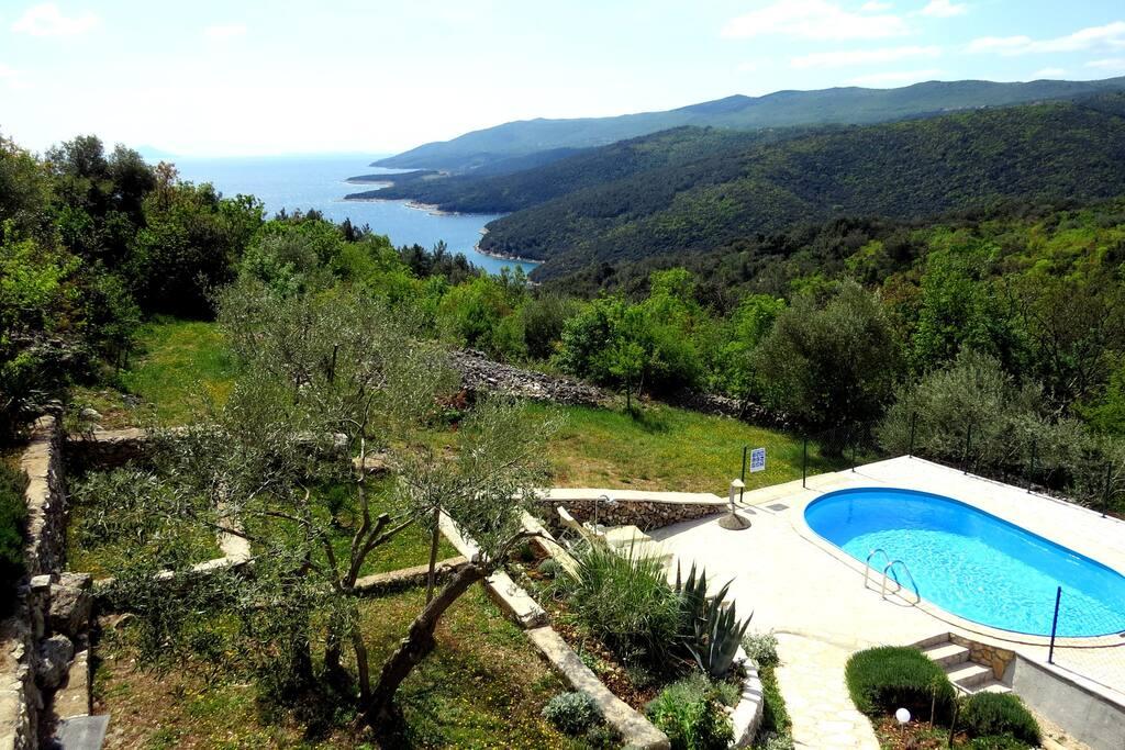View, swimming pool