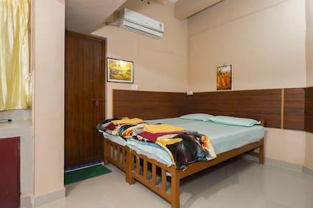Lopez Non A/C Room triple bedded - Kochi