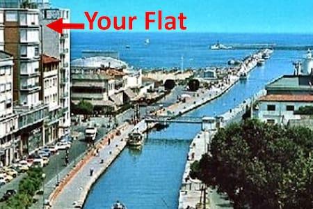 Beachfront Panoramic 7°Floor Air Conditioned Lift - Viareggio - Apartmen