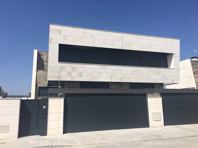 Hermosa Casa Moderna en Villanueva de la Cañada