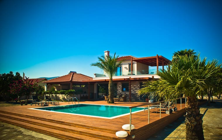 Luxury Beachfront Private Villa    - Gennadi - Villa