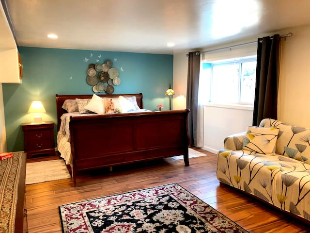 The Louise Guest Room is dedicated to Louise Hay, the grandmother of positive thinking.