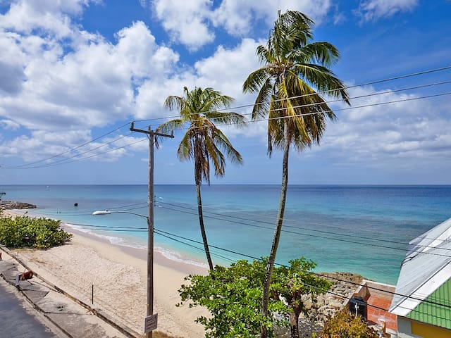 An exclusive location on the famed West Coast - Speightstown - Daire