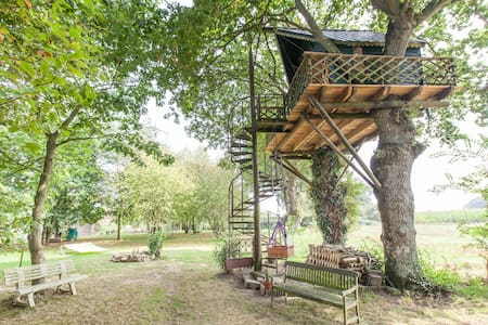 ROMANTIC TREE HOUSE***WITH THE BIRDS up 7 meters - Yvignac-la-Tour - Srub