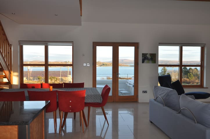 Large Modern Home in Village - Roundstone - Hus