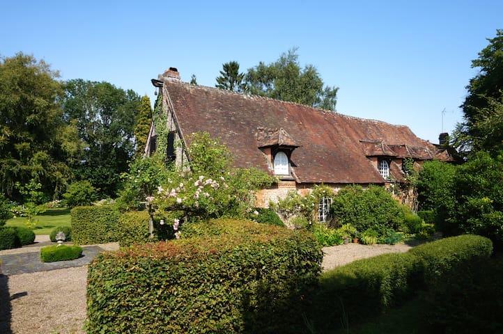 Belle demeure en pleine campagne avec 1 ha de parc - Le Coudray-Saint-Germer - บ้าน