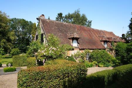 Belle demeure en pleine campagne avec 1 ha de parc - Le Coudray-Saint-Germer - House