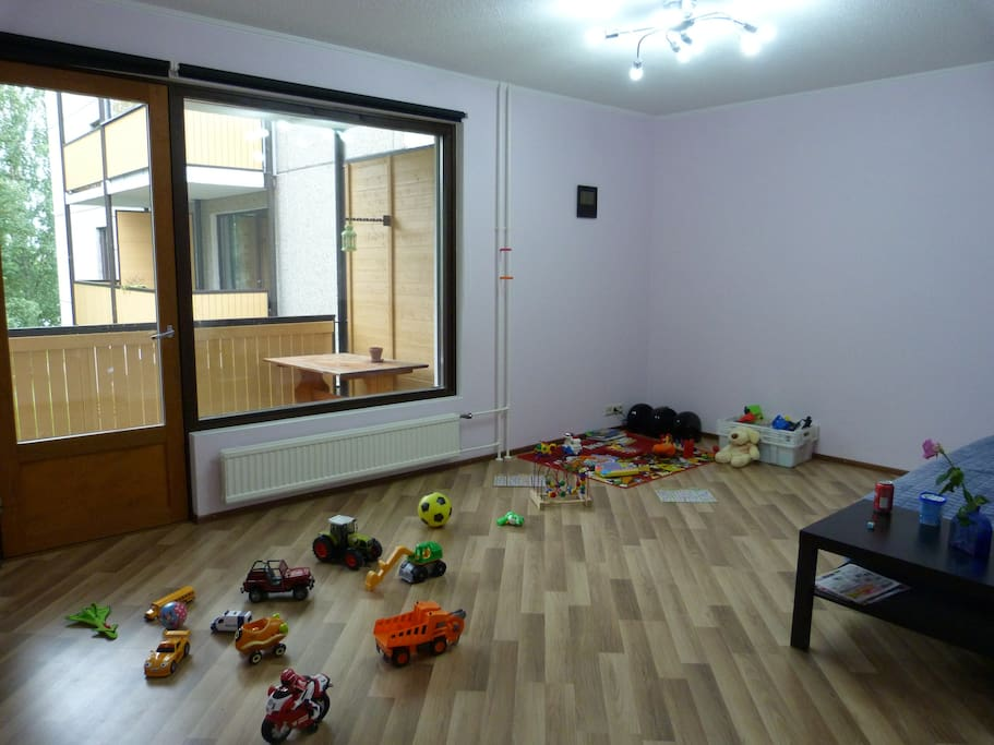 A lot of toys are available. Twin bed is also here.