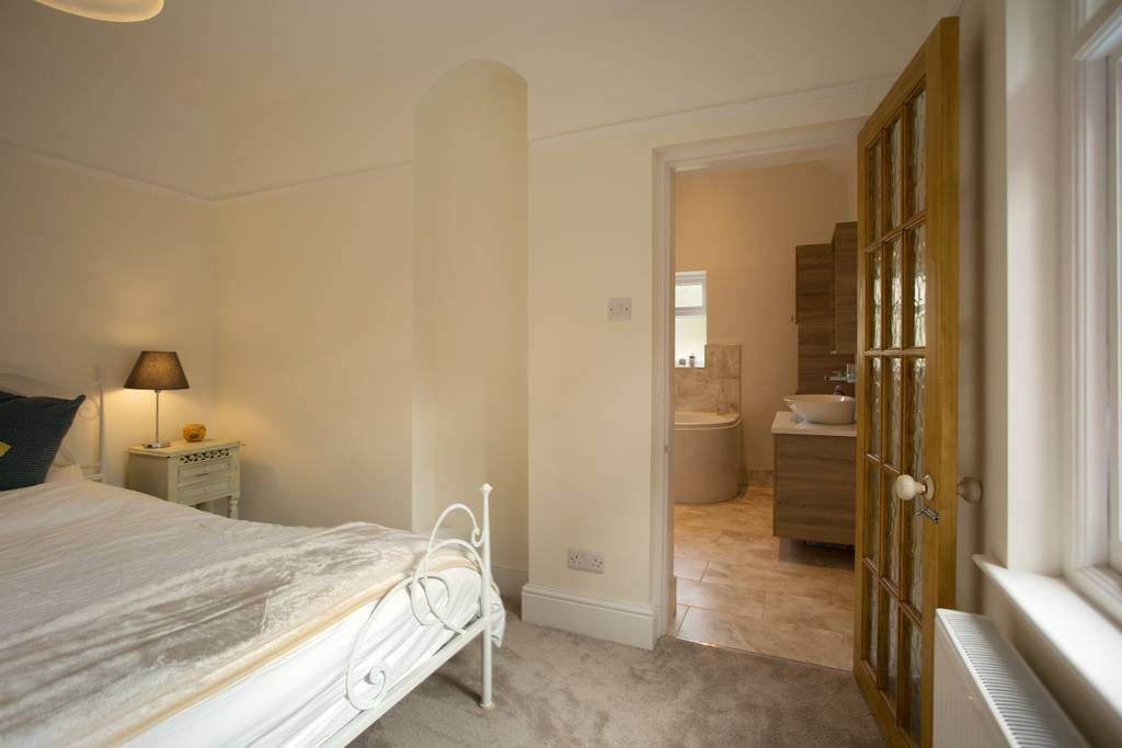 Luxury bedroom with en-suite