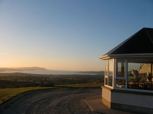 Sea views, open fire & golf