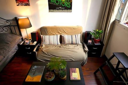 Cozy Hip Studio near Zhongshan Park - Apartamento