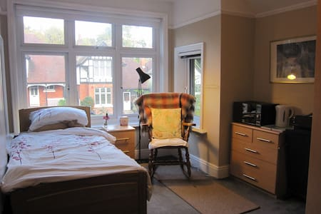 Cozy double room by the University - Southampton