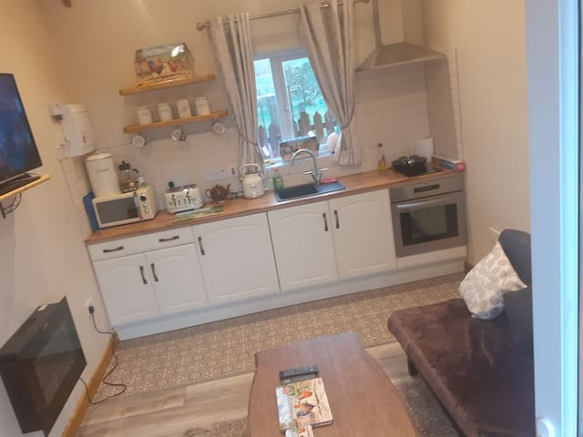 A New U Country Cottage  Apartment