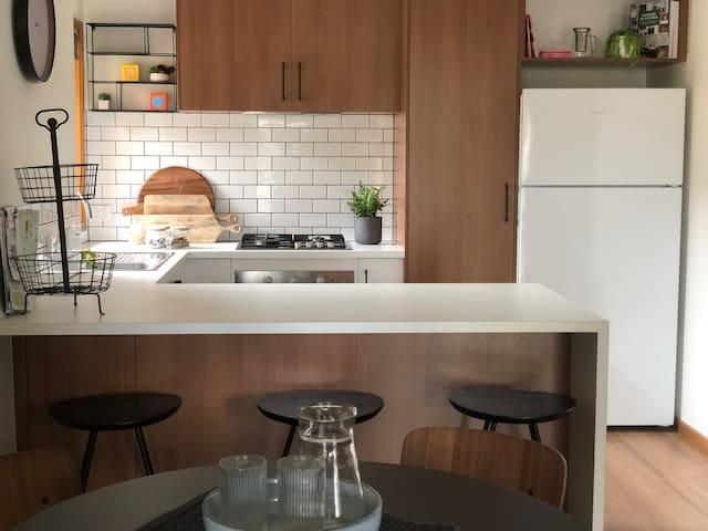 Perfect location - 2 Bedroom Modern Unit