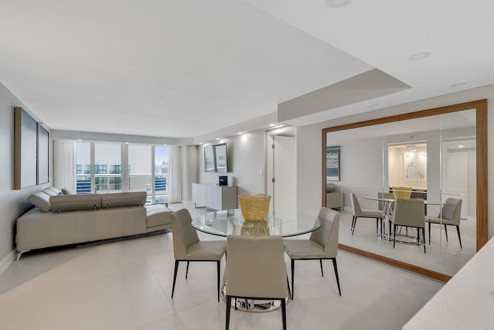 Downtown Miami 3441 | Two Bedroom Bay/Pool Deck View + Free Valet Parking