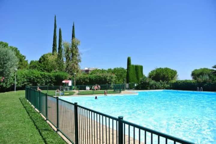 studio dans verdure avec piscine,tennis,restaurant