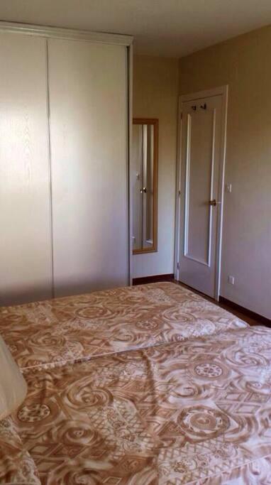 Habitación 2. Exterior con dos camas