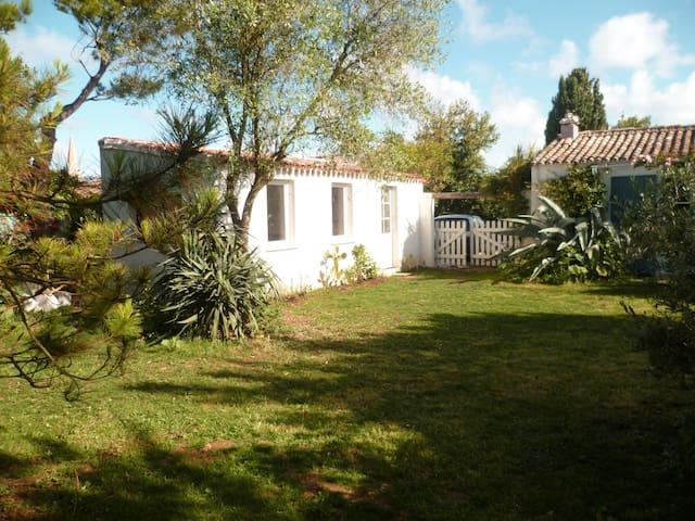 chambre & grand jardin, proche mer - Sainte-Marie-de-Ré - Jiné