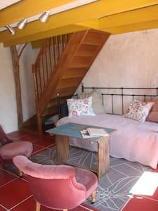 La vieille ferme chambre Mez - Bed & Breakfast