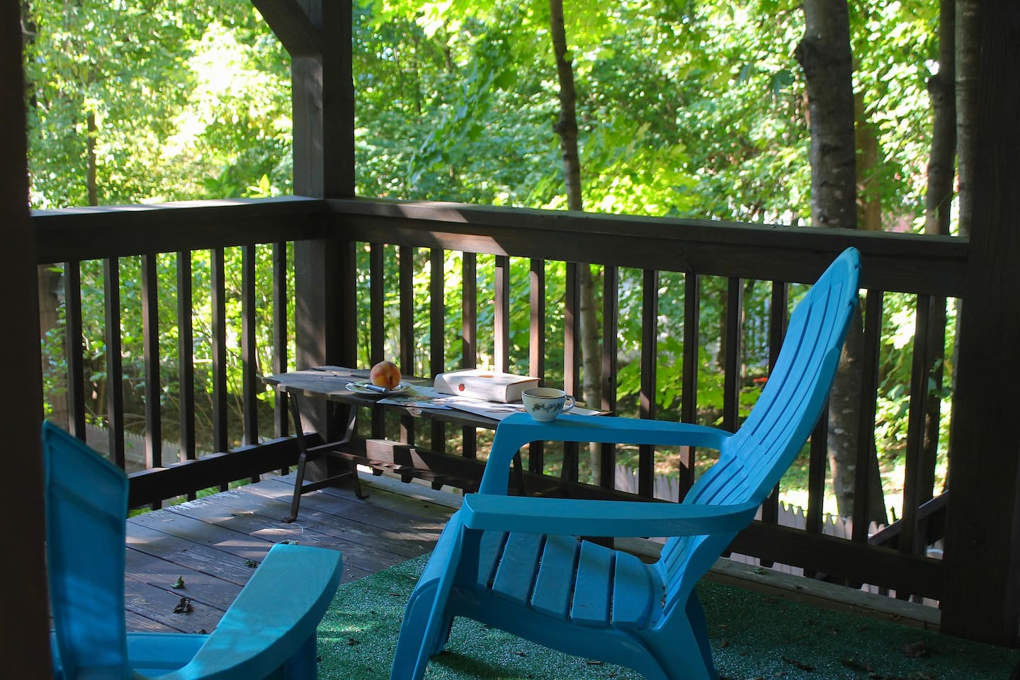 enjoy morning coffee on the private shady deck