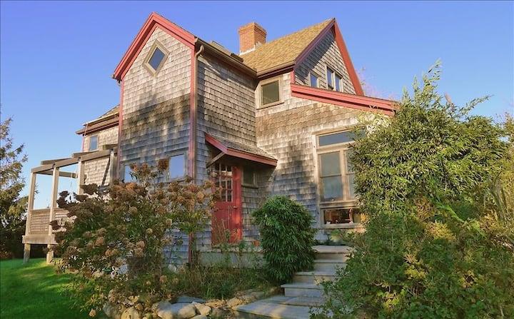 Ebbetts Cottage: Island Oasis