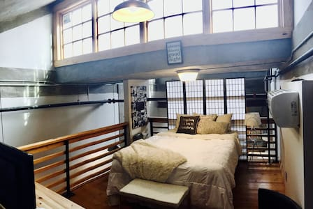 Spacious Downtown Loft Close to all Amenities - Knoxville