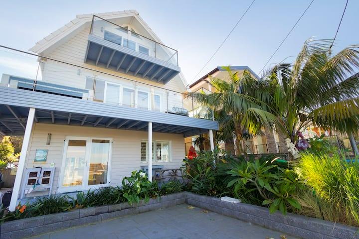 Huge Modern Beach House Nth Curl Curl Beach Views
