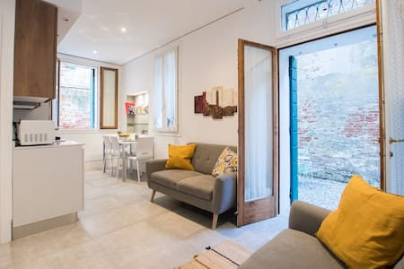 Cozy Apartment with Private Garden Near Biennale