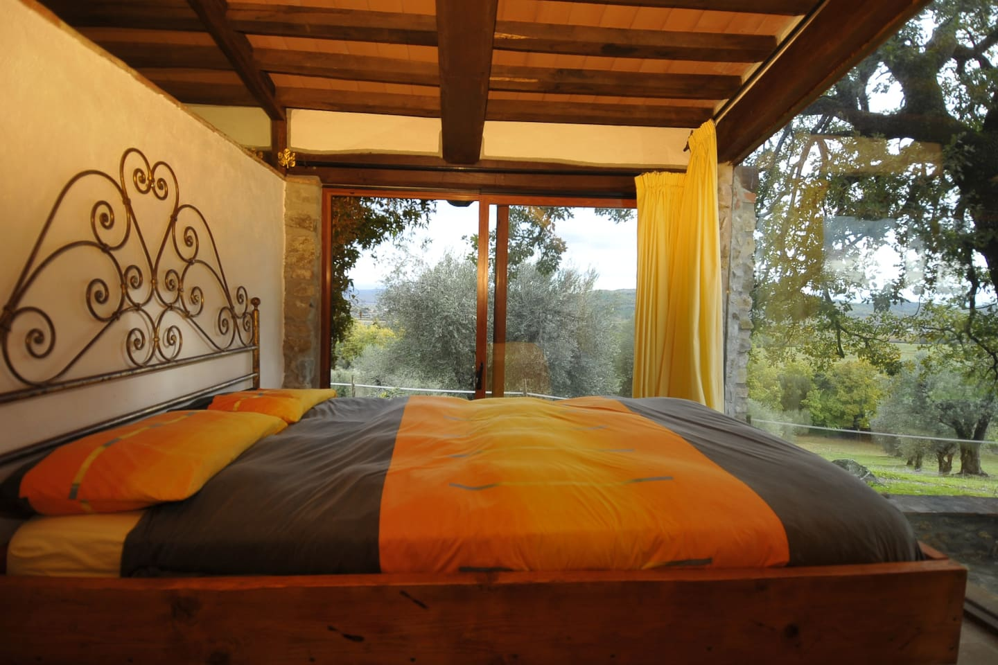 Cottage - bedroom with view on the nature