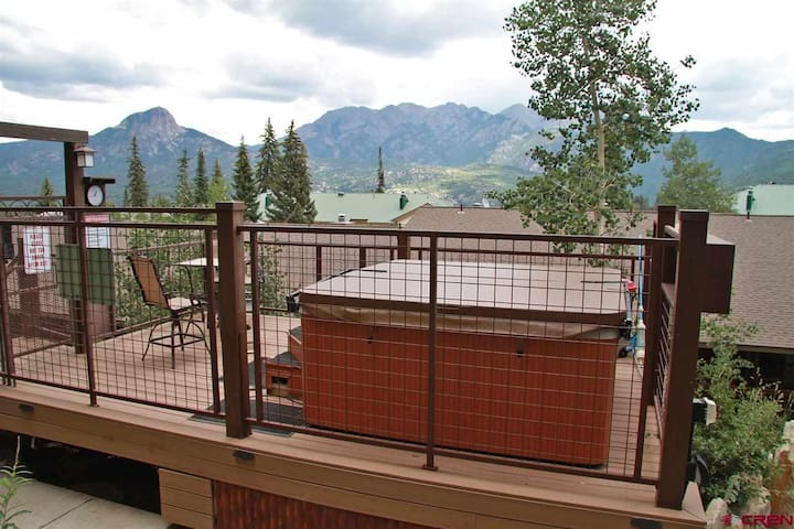 Ski in/Ski out 4 Bed 4 Bath Stunning Hot Tub Views