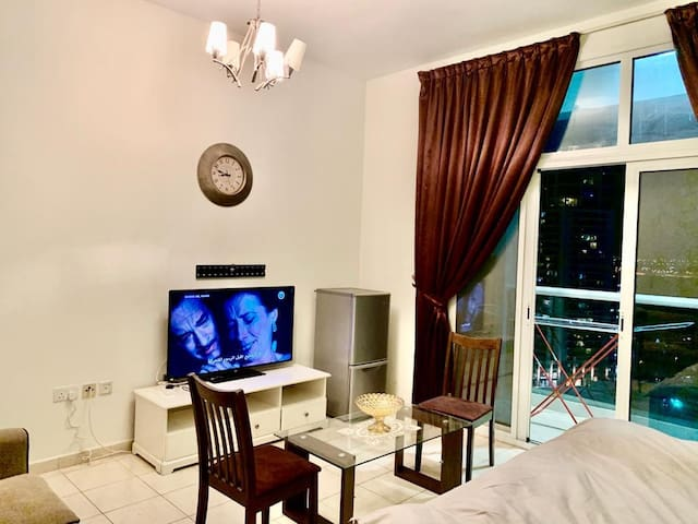 EXECUTIVE FULLY FURNISHED PRIVATE ROOM/CITY VIEW